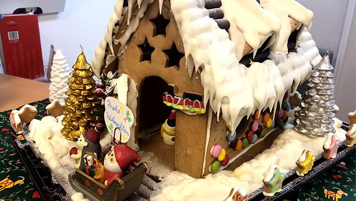DZGO お菓子の家